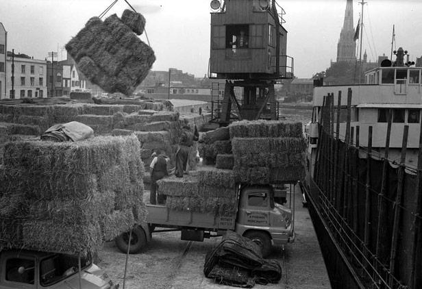 Loading straw, 17 September 1958
