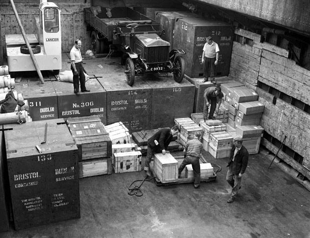 Lorry in hold for shipment to Ireland, 10 August 1965