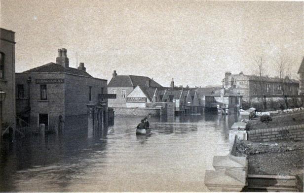 Black Swan Inn at Stapleton Road during floods of 1882