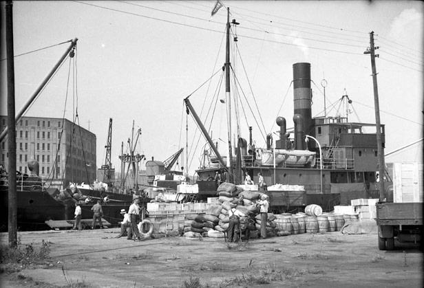 General cargo handling at Wapping Wharf, August 1948