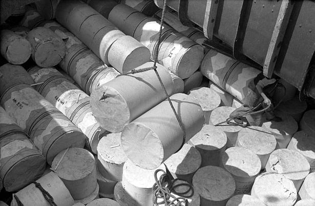 Discharging rolls of paper at City Docks, June 1947