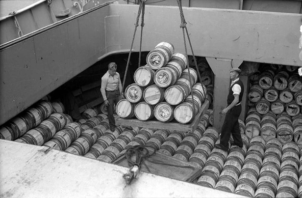 Unloading barrels of fresh grapes from Spain, 1955