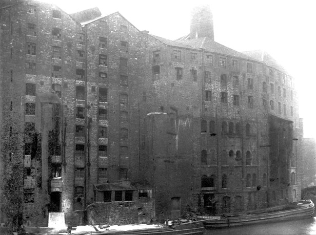 Derelict building once Finzel's sugar refinery, 20 September 1920