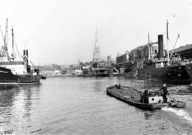 Jolly passing Bathurst Wharf, 1938